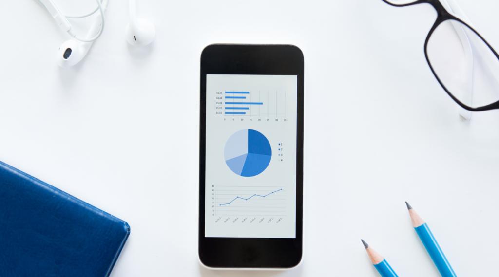 Aplicativo de planejamento financeiro no smartphone.