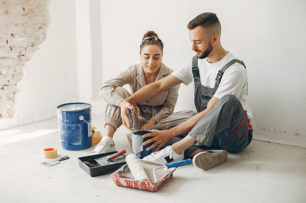 Casal jovem reformando o apartamento